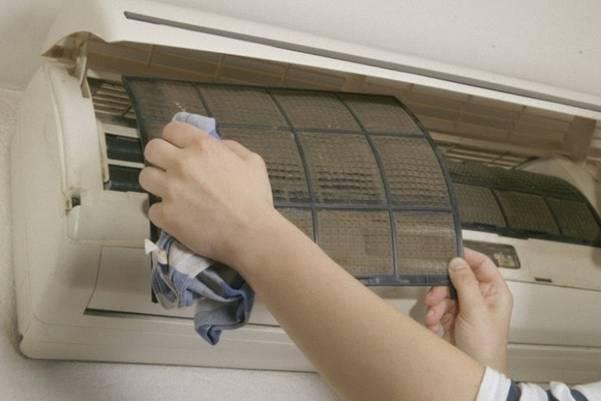 cach-sua-may-lanh-bi-chay-nuoc | tại sao máy lạnh chảy nước nhiều, máy lạnh bị chảy nước có sao không, máy lạnh bị chảy nước sau khi vệ sinh, Ống đồng máy lạnh bị rỉ nước, máy lạnh bị phun nước, máy lạnh chảy nước dàn lạnh, cách tháo máng nước máy lạnh, máy lạnh chảy nước có tốn điện không